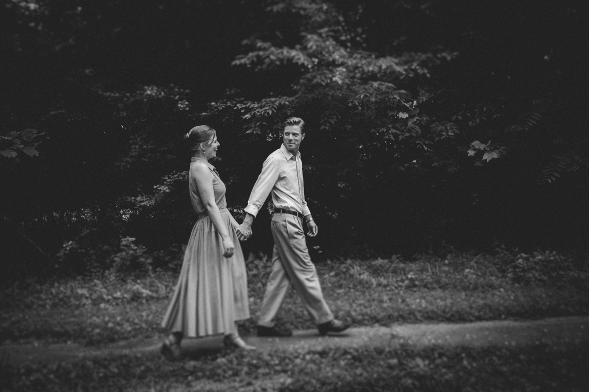 Engagement Photos in Anchorage Kentucky